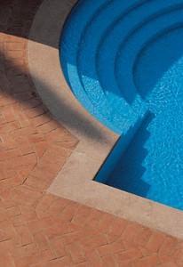 Corte antica il Ferrone ambientazione piscina