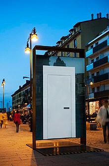 La porta ed il design: Acem totem Corso Como