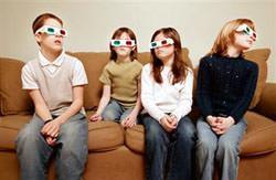 Bambini con occhialini polarizzati