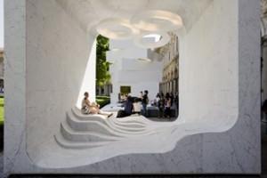 installazione in marmo di Carrara