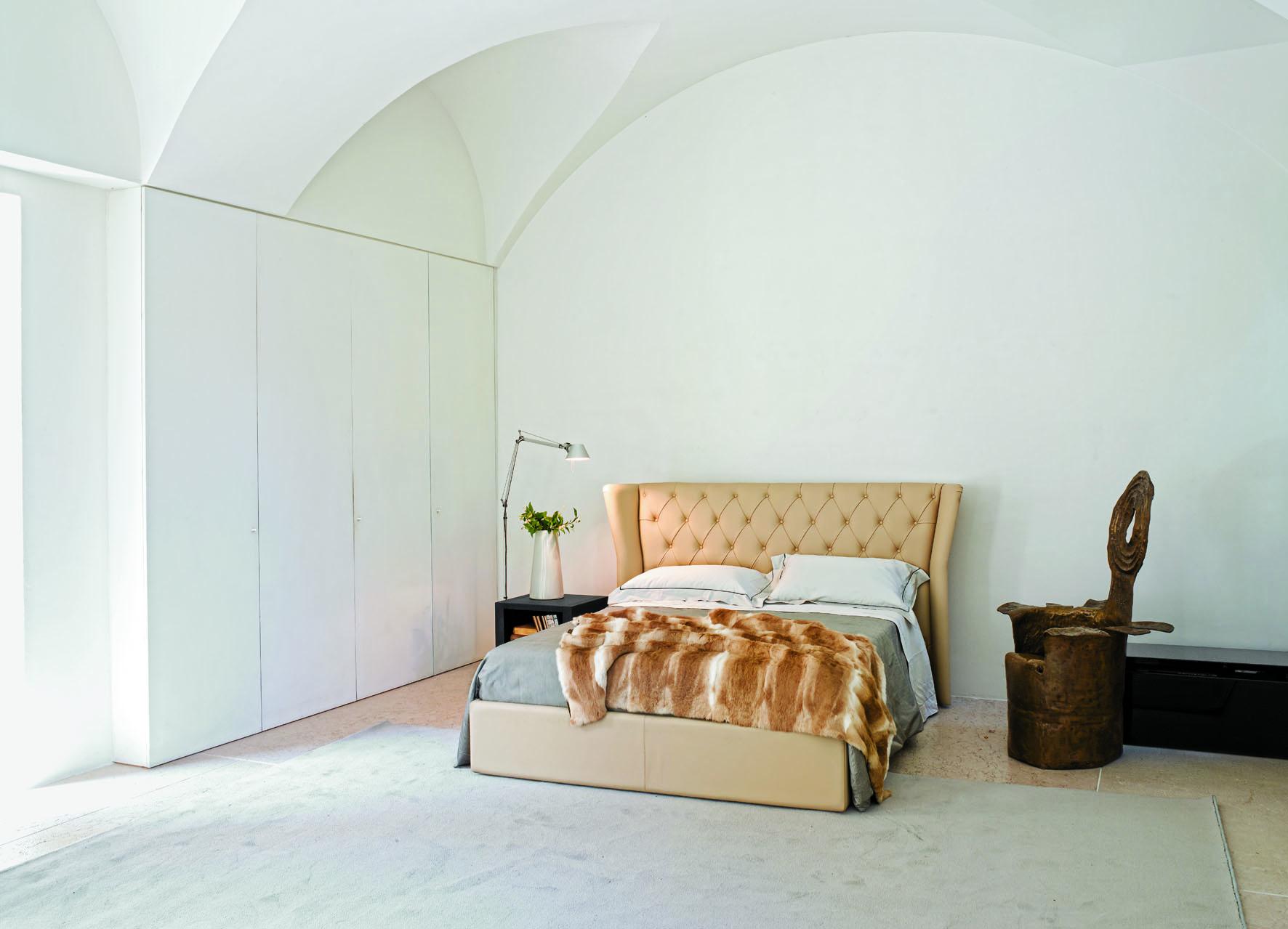 Mobili classici di fattura artigianale for Mobili salone classici