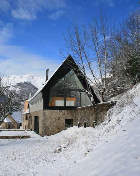 Tetto spiovente sui pirenei for Capannone tetto spiovente