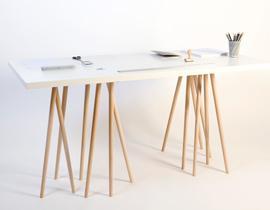 Reinterpretazione del tavolo su cavalletti - Cavalletti per tavolo ...