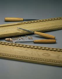Listelli in legno intagliato