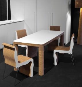 arredi in cartone riciclato P-one, tavolo e sedie
