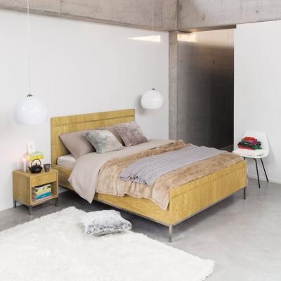 Camera da letto Maisons du Monde con letto in massello di noce berkley