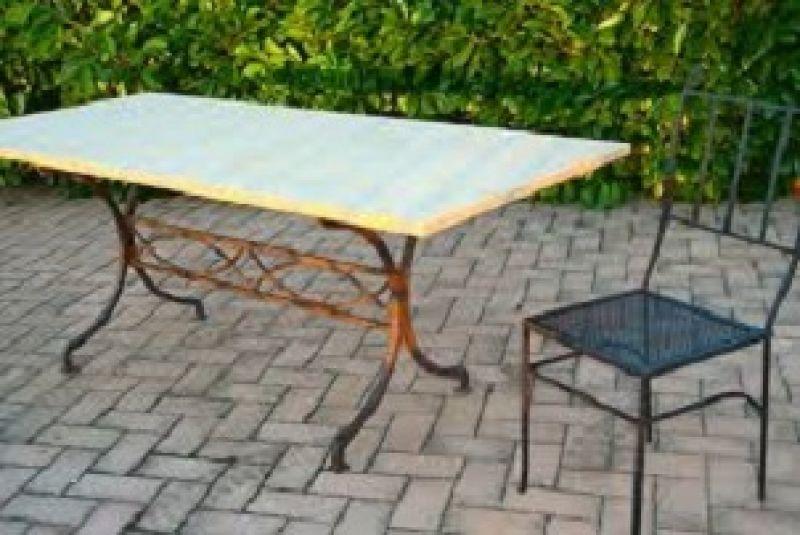Tavolo in marmo esterno - Tavoli da giardino in ferro battuto ...