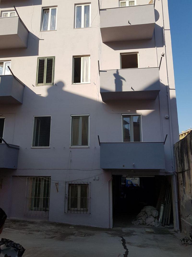 Affordable del cancello duingresso del palazzo del for Cancelli in ferro leroy merlin