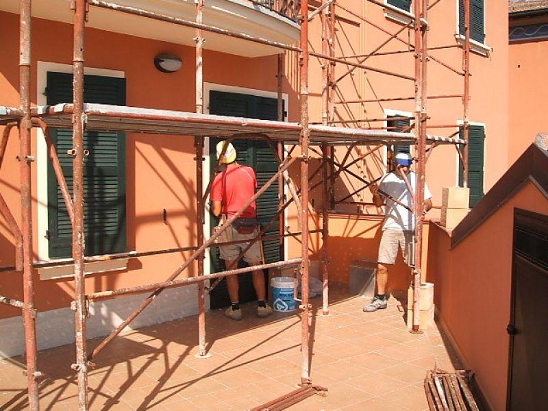 Costruzione tettoia di protezione sul terrazzo
