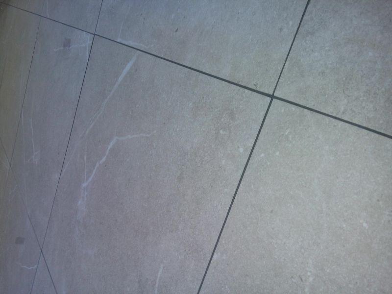 Problemi durante la stuccatura fughe piastrelle rettificate