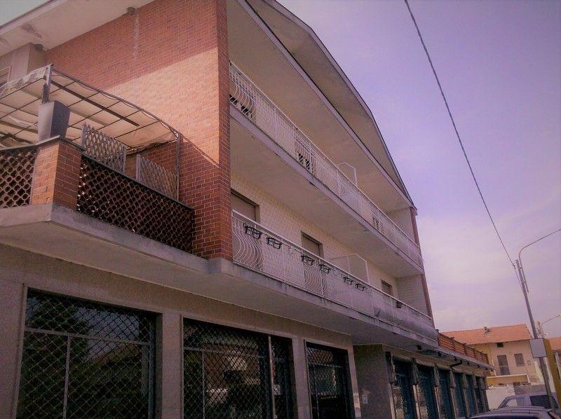 Vendita appartamento trilocale a Montanaro (Torino) primo piano 2