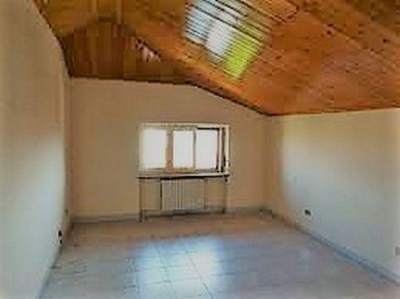 In vendita appartamento  trilocale mansardato Montanaro (To) 2