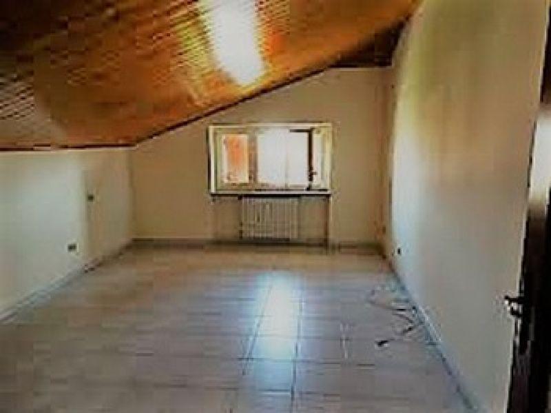 In vendita appartamento  trilocale mansardato Montanaro (To) 3