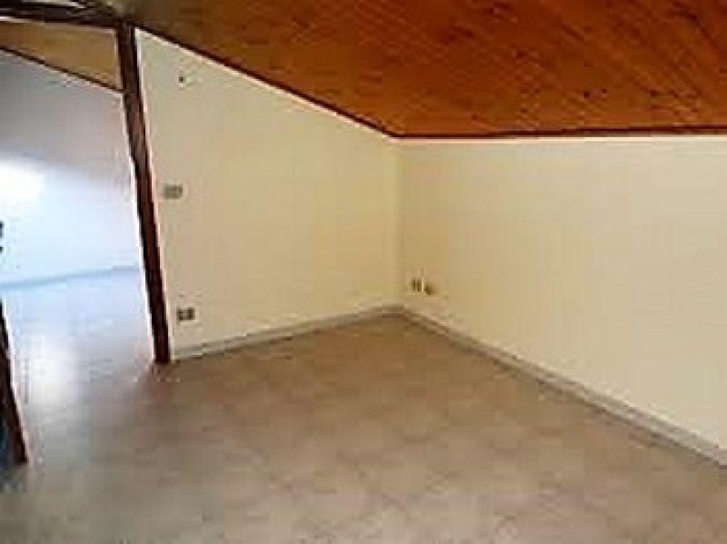In vendita appartamento  trilocale mansardato Montanaro (To) 4