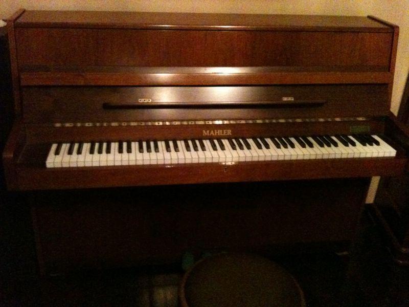 Pianoforte a muro mahler 1