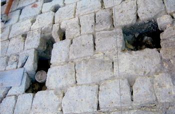 Murature a rischio: presenza di buchi d'andito e giunti di malta polverizzati
