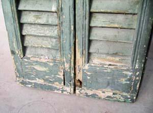 La protezione degli infissi in legno: il deterioramento causato dagli agenti aggressivi esterni
