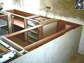 Particolare di una finta cucina in muratura
