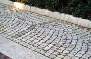 La Neolitica: pavimentazione in cubetti anticati