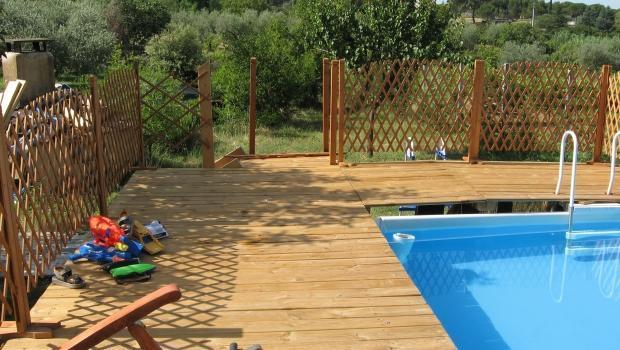 Il pavimento in legno per esterni