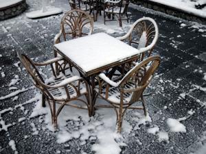 Neve su un pavimento esterno