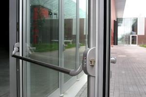 Iseo, maniglione antipanico per porta in vetro