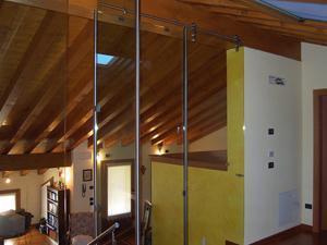 Cetos, parete divisoria in vetro