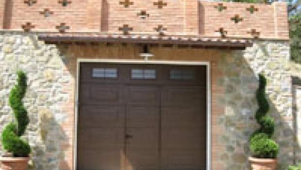 Portoni sezionali e porte garage nei centri storici for Portone garage usato
