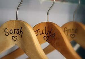 Sarah Sewell, grucce personalizzate con il pirografo