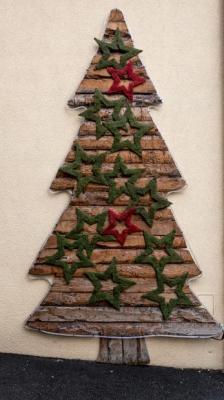 Albero di Natale piatto a parete con corteccia d'albero