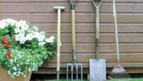Sistemazione degli attrezzi da giardino