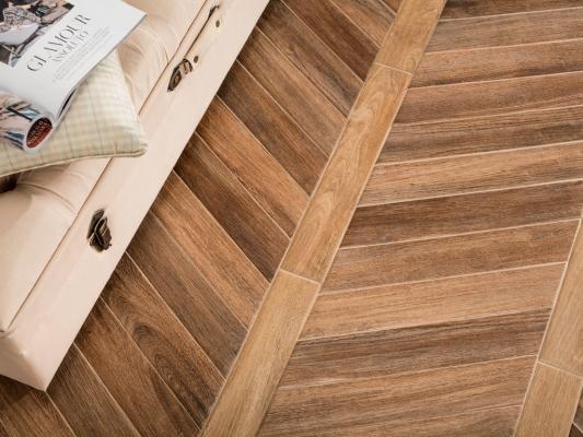 Rivestimento effetto legno con il gres porcellanato