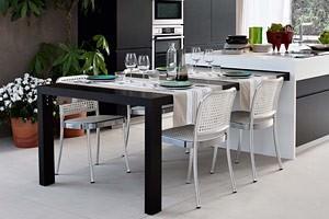 Slim: monoblocco con tavolo estraibile