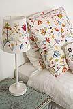 lampada da tavolo con paralume in coordinato con il set di cuscini