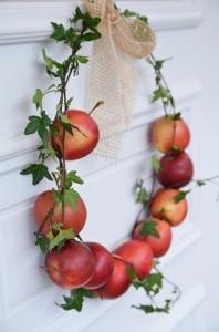 Ghirlanda con mele rosse