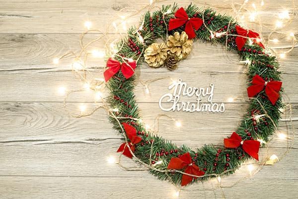 Ghirlanda natalizia completa di luci