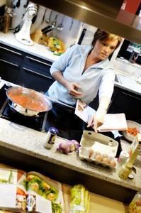 Cucina a isola: zona lavaggio e zona cottura non affiancate