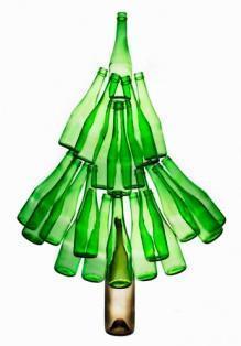 Albero di Natale con bottiglie riciclate