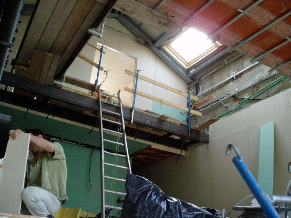Foto ristrutturare un sottotetto o una soffitta for Tende per sottotetto