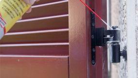 Eliminare i cigolii da porte e finestre