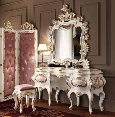 Si tratta del modello Villa Venezia di Modenese Gastone , un elemento ...