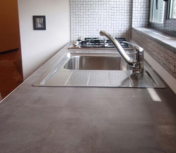 Materiali innovativi per piani lavoro superfici e arredi for Piano cucina in cemento
