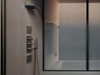 Progetto completo per il bagno: Armani/Roca