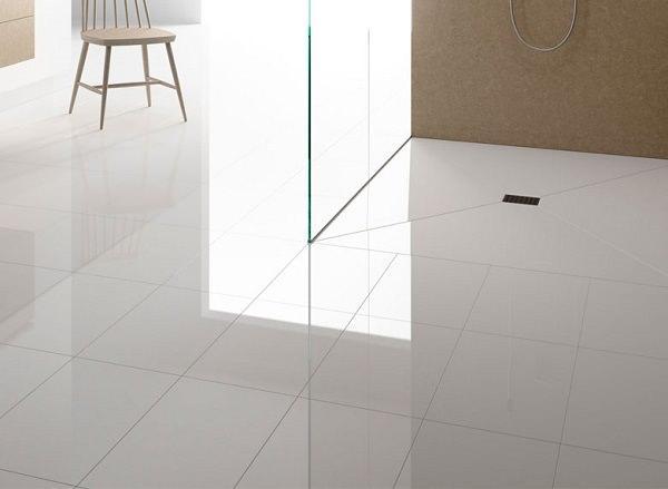 Progetto completo per il bagno: Artelinea, pavimento e doccia in opalite