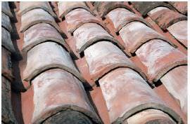 tetto con tegole ( di Erre Gross srl)