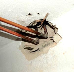 Collettori in rame deteriorati con perdita idrica