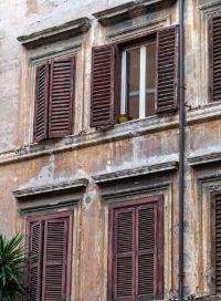 Modanature di intonaco sagomato - Cornici finestre in mattoni ...