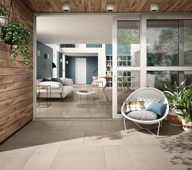Creare continuità tra interno ed esterno con un pavimento ceramico