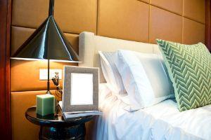 camera da letto e comodini