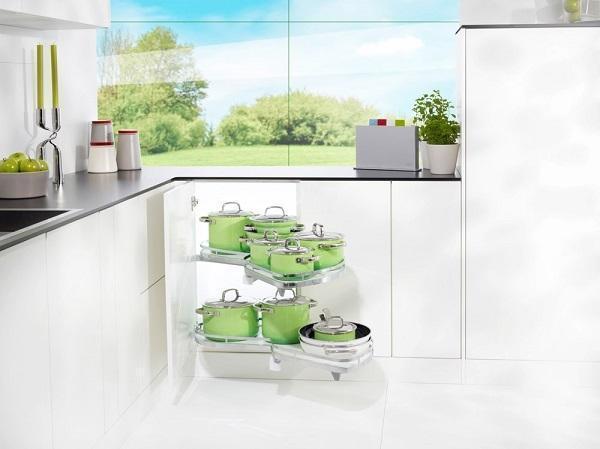 Cucine ad angolo, soluzioni: attrezzatura interna girevole